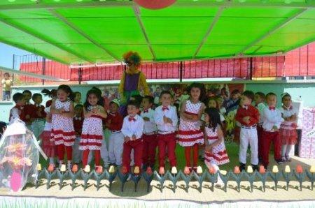 Sarıkaya'da anaokulu öğrencileri yılsonu şenliğinde eğlendi