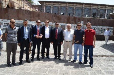 Sarıkaya'dan STK'lar çözüm sürecine destek için Diyarbakır'a gitti