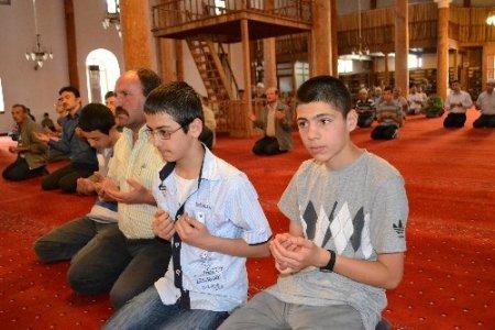 SBS ve LYS'ye girecek öğrenciler dua etti