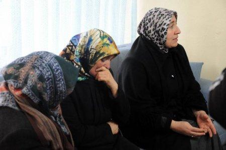Şehit annesi: Terörist cenazesine katılan milletvekilleri içimizi sızlatıyor
