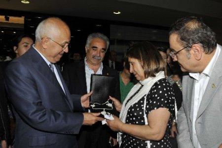 Selvi Kılıçdaroğlu, YENİMEK kursiyerlerinin sergi heyecanına ortak oldu