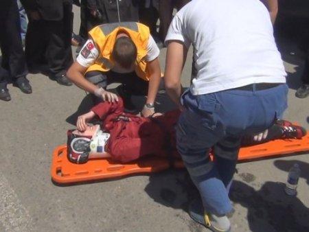 Seyir halindeki otomobil yayaya çarptı, 1 kişi yaralandı