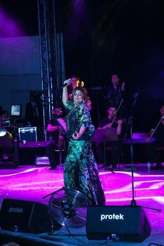 Sibel Can Bursa'da gönülleri fethetti