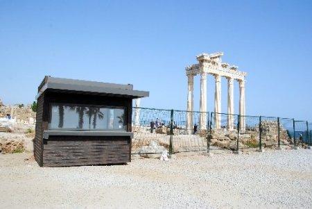 Side'de tapınaklar bölgesi tel örgü ile koruma altına alındı