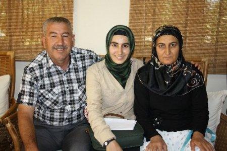 Siirtli Gülistan, imkansızlıklar içinde üniversite birincisi oldu