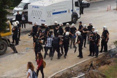 Sırrı Süreyya Önder, Gezi Parkı'ndaki çalışmaları durdurdu