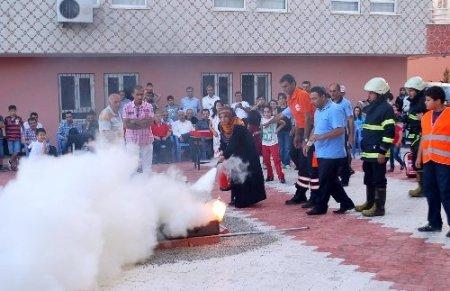 Site sakinleri doğalgaz kaçakları ve yangına karşı tatbikat yaptı