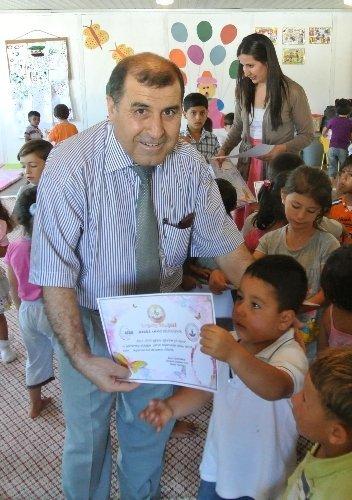 Suriyeli çocuklara karne verildi