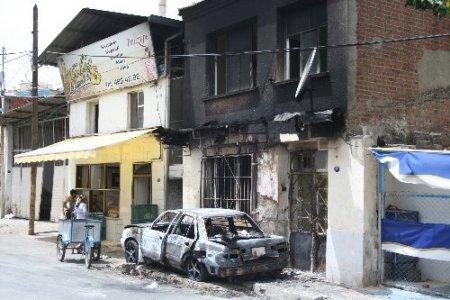 Taciz iddiası yüzünden arabasını ve evini yaktılar