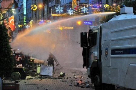 Taksim Meydanı savaş alanına döndü