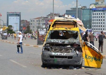 Taksim Meydanı'nda basın mensuplarına kimlik kontrolü