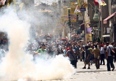 Taksim'de müdahaleler ara sokaklarda da devam etti