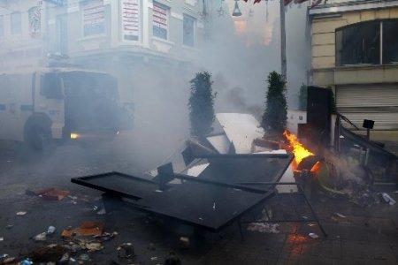 Taksim'deki olaylar İstiklal Caddesi'nde artarak devam ediyor
