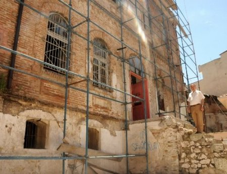 Tarihi 'Taş Mektep' restore edilecek