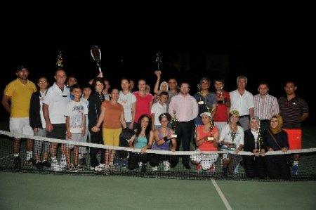 Tenis kursunu bitirenler şampiyonluk için yarıştı
