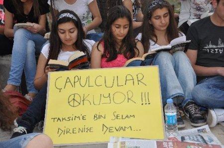 Tunceli'de liseli öğrencilerden Taksim'e kitaplı destek