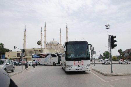 Türkçenin çocukları 500 araçlık konvoyla karşılandı