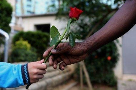 Türkçenin çocukları Anadolu'ya güllerle uğurlandı