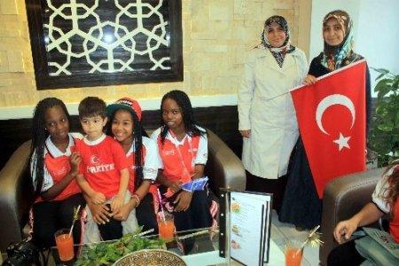 'Türkçenin Çocukları' Mersin'de halay çekti, çitte telli oynadı