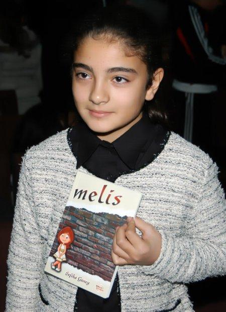 Türkiye'nin en genç yazarı, kitabını tanıttı