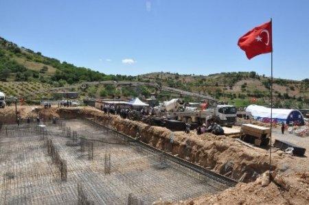 Tut Akçatepe İlkokulu'nun temeli törenle atıldı