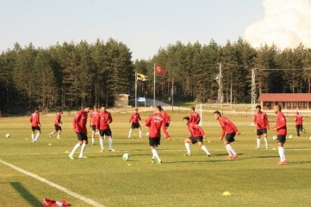 U20 Milli Takımı, Fenerbahçe Topuk Yaylası Tesisleri'nde kampa başladı