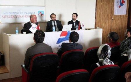 Üniversite öğrencilerine seminer