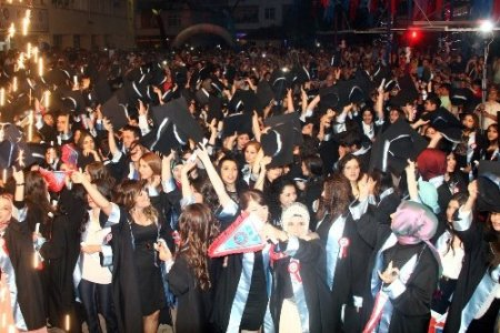 Vakfıkebir Meslek Yüksekokulu 7. dönem mezunlarını uğurladı