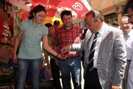 Vali Kızılcık'tan, gazeteci Karagül'e taziye ziyareti