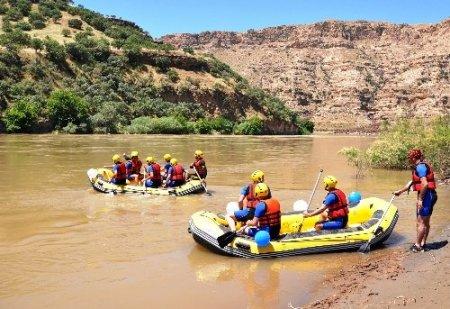 Vali Özkan, Muş'un rafting ekibini ağırladı
