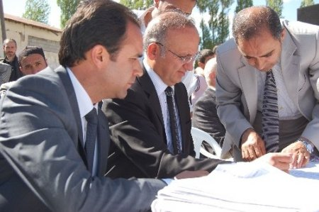 Vali Yurdakul, cami inşaatının temel atma törenine katıldı