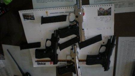 Viranşehir'de 4 tabanca ile bir çalıntı kamyonet ele geçirildi
