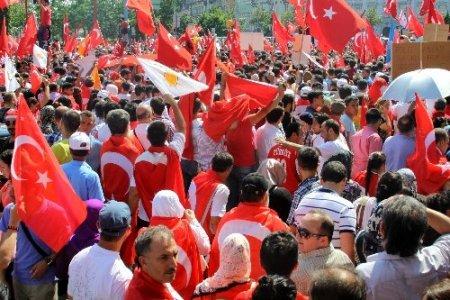 Viyana'da 20 bini aşkın kişi Erdoğan'a destek için yürüdü