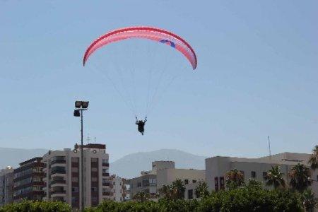 Yamaç paraşütü tutkunları İskenderun'da