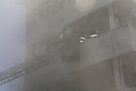 Yangını söndüren itfaiye erleri zehirlenmekten ayranla kendilerini korudu