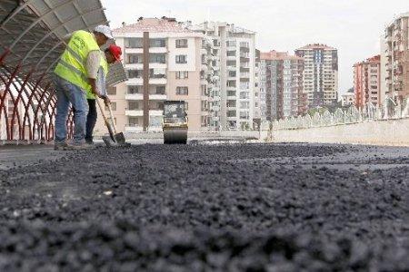 Yenimahalle'ye bir ayda 23 bin ton asfalt serildi