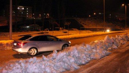 Yeşiltepe Kepez mevkiinde yollar buz pistine döndü