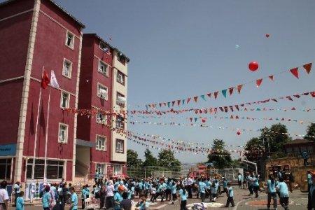 Yıldırım Koleji'nin dil fuarına yoğun ilgi