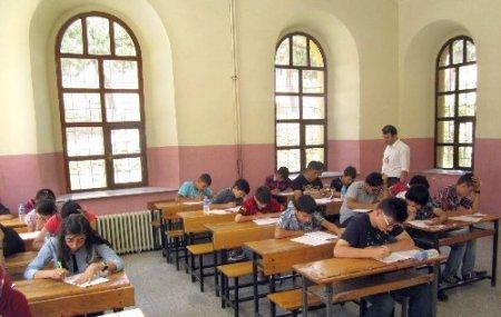 Yozgat'ta 400 öğrenci SBS provasında ter döktü