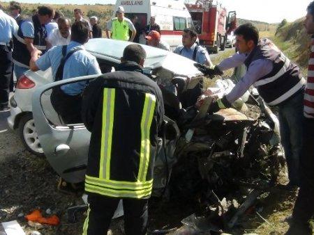 Yozgat'ta iki otomobil kafa kafaya çarpıştı: 2 ölü, 5 yaralı