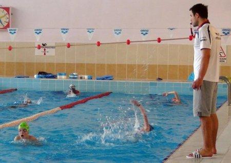 Yunanlı yüzücüler Edirne'deki olimpik yüzme havuzunda idmana başladı