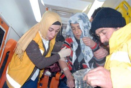 Zehirlenen anne ile kızı, paletli ambulansla 6 saatte hastaneye ulaştırıldı
