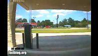 Benzin İstasyonu Yerle Bir Oluyor