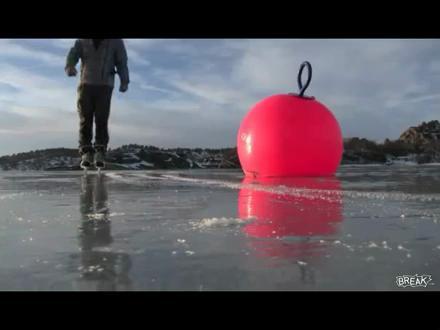 Donmuş Gölde Yüzmek