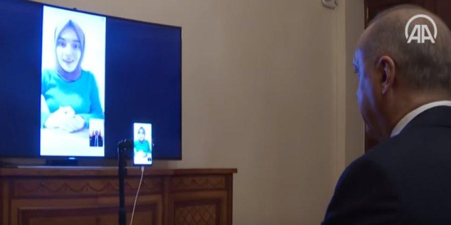 Erdoğan bilgi yarışmasına katılan Ümmü Gülsüm Genç ile görüştü