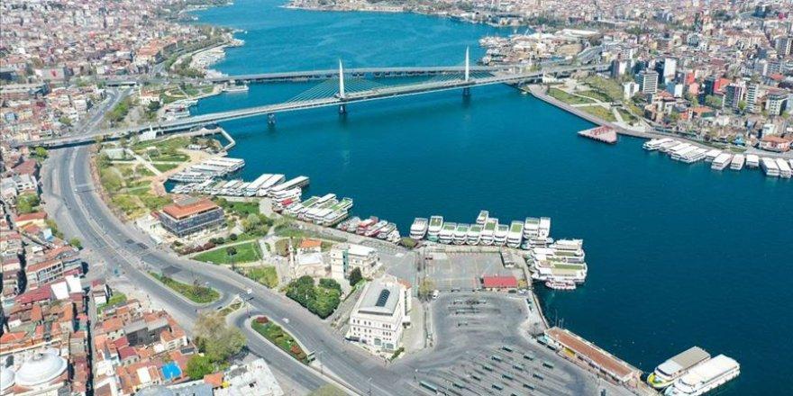 İstanbul'da cadde, meydan, park ve sahiller boş kaldı!