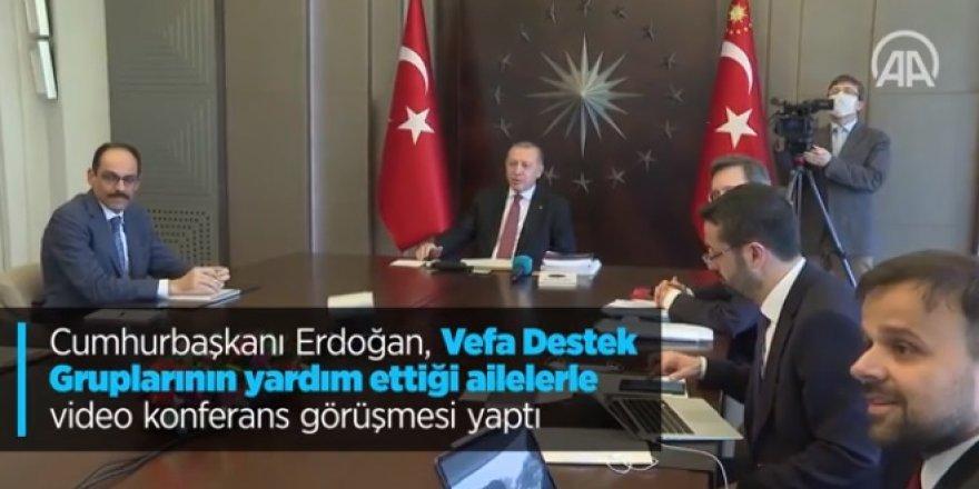 Cumhurbaşkanı Erdoğan Vefa'nın yardım götürdüğü 4 aileyle görüştü